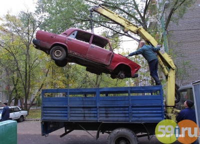 ВПерми принудительно эвакуируют брошенные напарковках машины